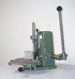 Eckenrundstoßmaschinen